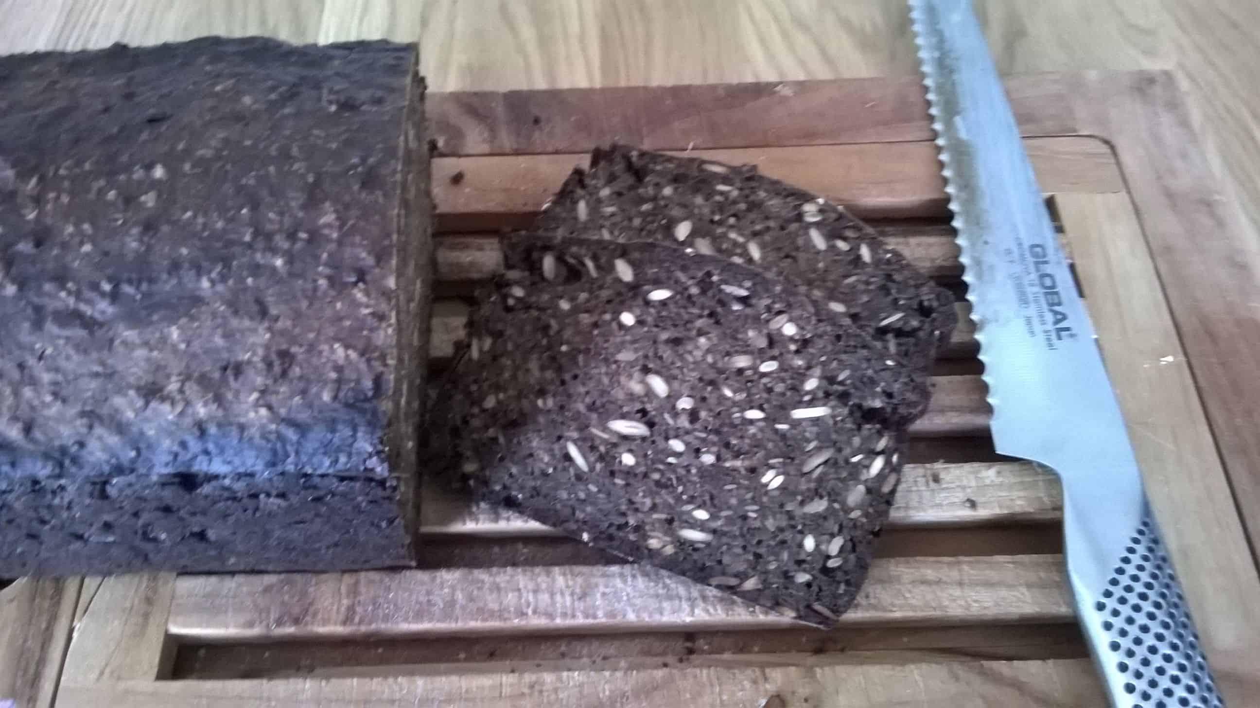 Rugbrød – med kerner, hvedemel og svedjerug