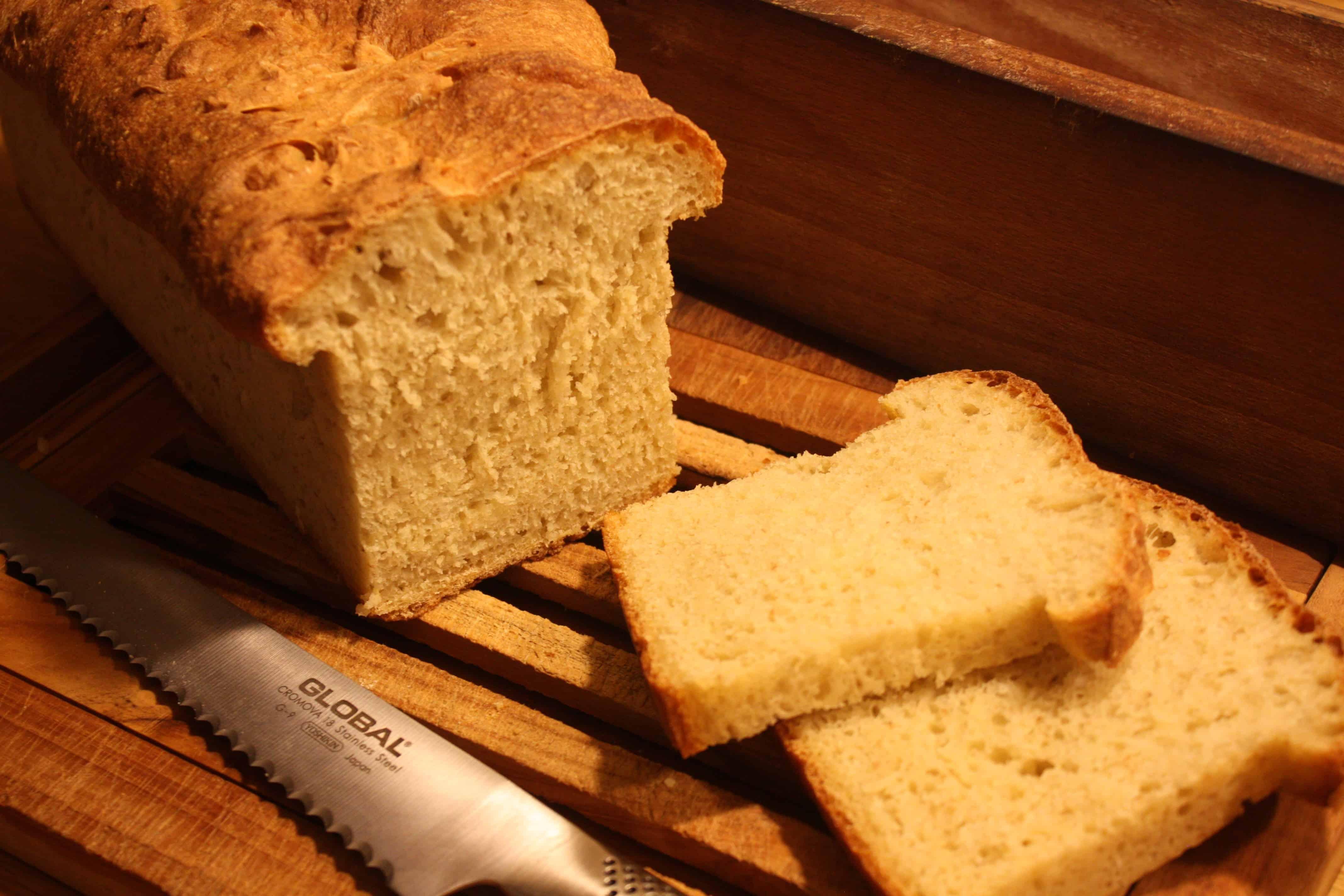 Semolinabrød- bagt i træform