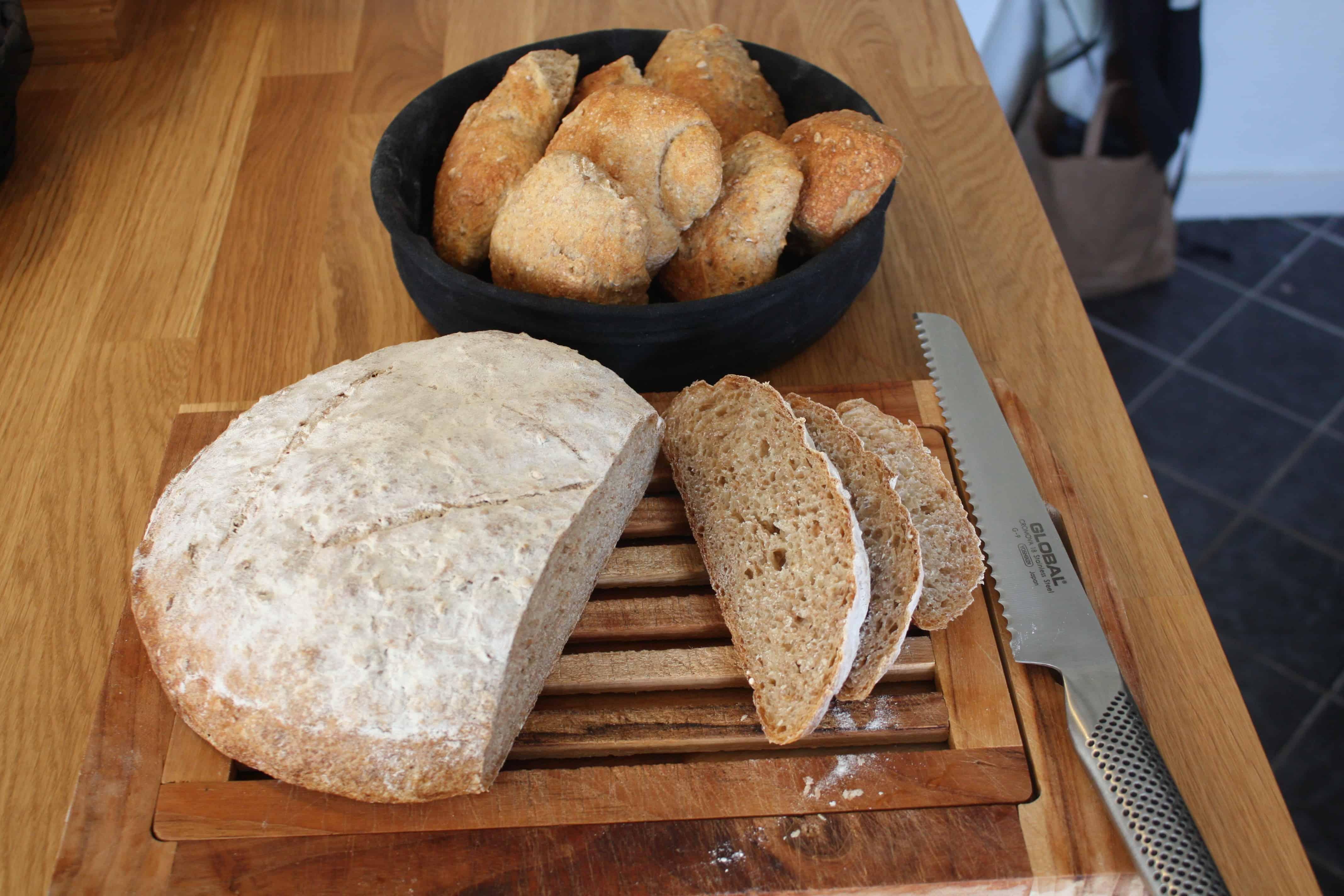 Groft brød med hvedekerner og malt sirup