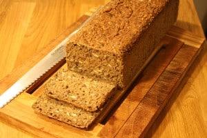 Rugbrød med fuldkorn og kerner